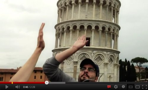 Come fare un milione e mezzo di visualizzazioni su Youtube in 7 giorni: battere il cinque a chi fa la foto in posa con la torre di Pisa!