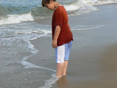 onde-coprono-piedi-spiaggia