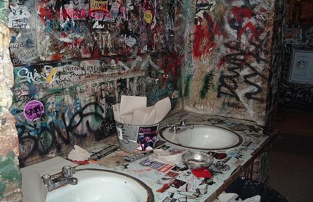cbgbsbathroom_522295