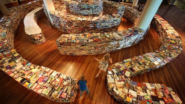 Brazilian Artists Create Labyrinth Using 250,000 Books
