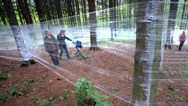 """Kunstprojekt """"Zwischenwelt"""" - Folienlabyrinth im Wald"""