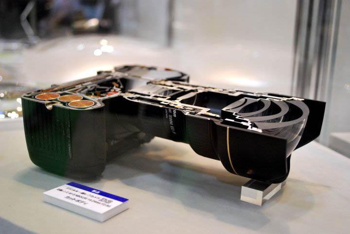 split-in-two-dslr-camera
