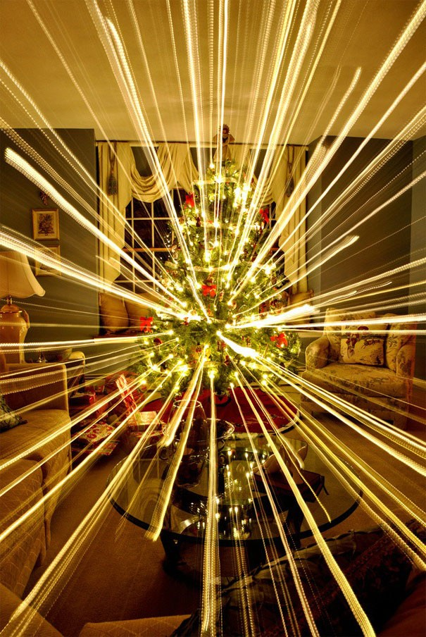 What Happens When You Take A Long-Exposure Picture Of A Christmas Tree While Zooming Out