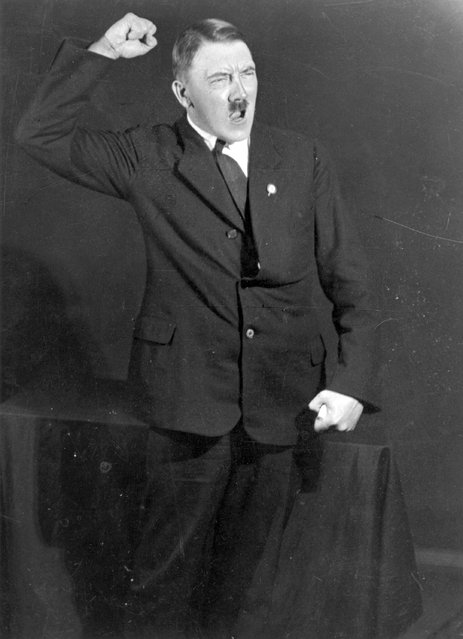 Adolf+Hitler+Posing+to+a+Recording+of+His+Own+Speeches+1925+10