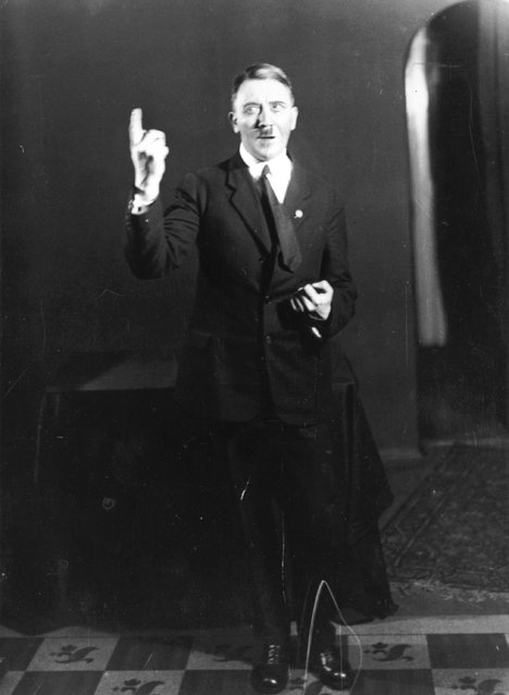 Adolf+Hitler+Posing+to+a+Recording+of+His+Own+Speeches+1925+13