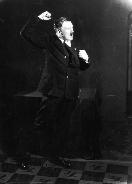 Adolf+Hitler+Posing+to+a+Recording+of+His+Own+Speeches+1925+14