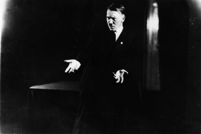 Adolf+Hitler+Posing+to+a+Recording+of+His+Own+Speeches+1925+5