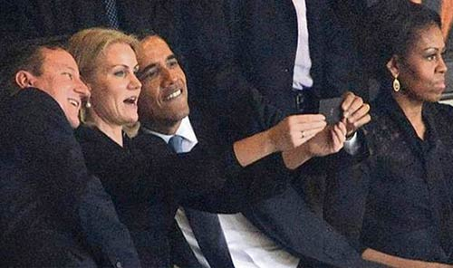 caught-taking-selfie-obama
