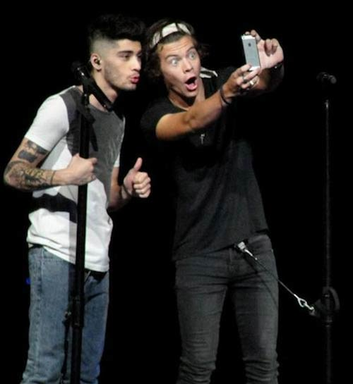 caught-taking-selfie-one-direction