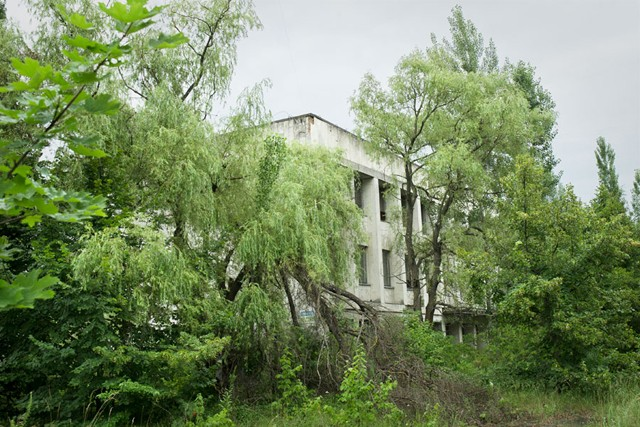 Chernobyl-abandoned-building-3
