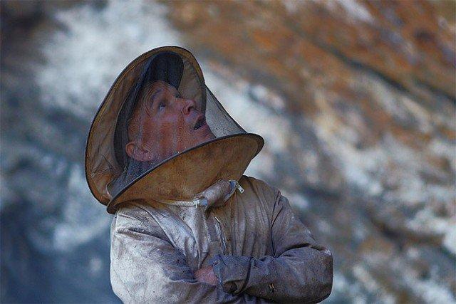 Honey Hunters of Nepal9 640x427