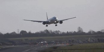 airplane_takeoffs_and_landings_gifs_that_are_terrifying_04
