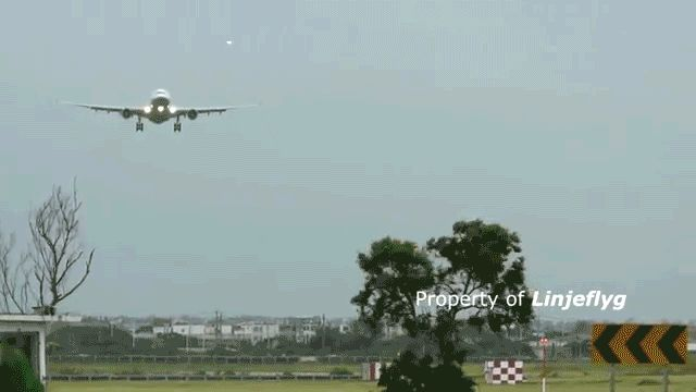 airplane_takeoffs_and_landings_gifs_that_are_terrifying_07