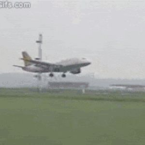 airplane_takeoffs_and_landings_gifs_that_are_terrifying_09