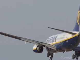 airplane_takeoffs_and_landings_gifs_that_are_terrifying_15