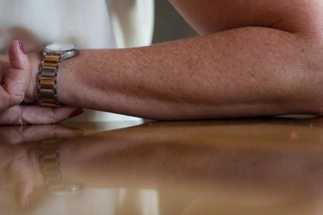 golden-bracelet-lores2-665x443