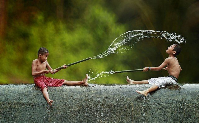 Life In Indonesian Villages Captured by Herman Damar 1 640x396
