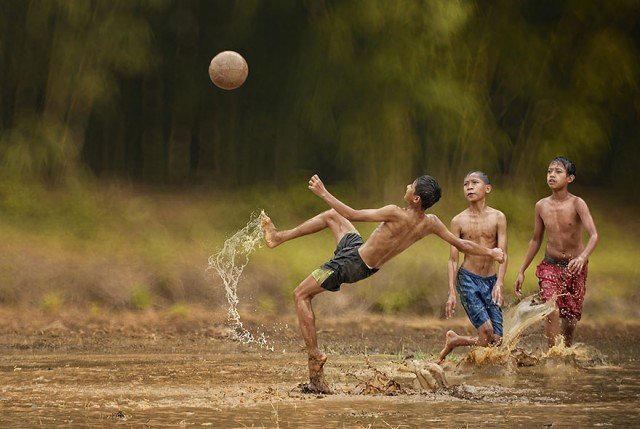 Life In Indonesian Villages Captured by Herman Damar 11 640x429