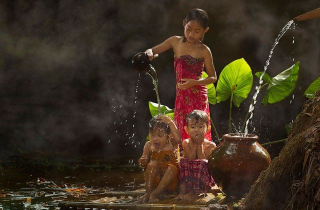 Life In Indonesian Villages Captured by Herman Damar 7 640x420