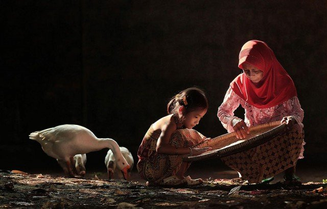 Life In Indonesian Villages Captured by Herman Damar 8 640x410