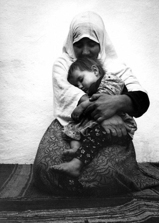 mothers childhood photography family ken heyman 11