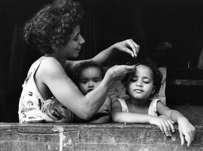 mothers childhood photography family ken heyman 13