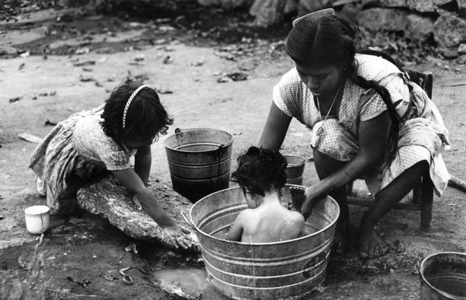 mothers childhood photography family ken heyman 15