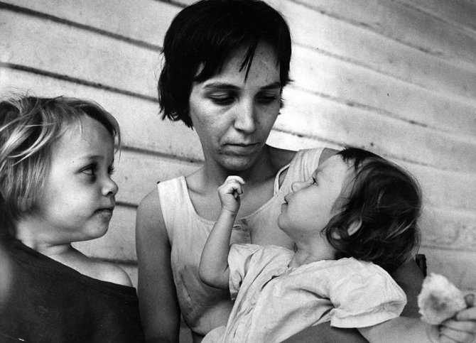 mothers childhood photography family ken heyman 20