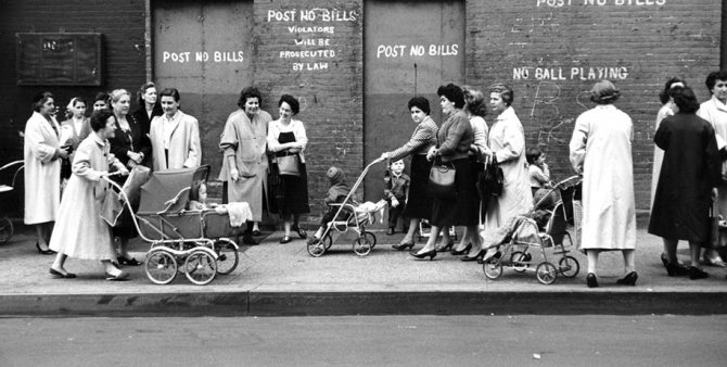 mothers childhood photography family ken heyman 22