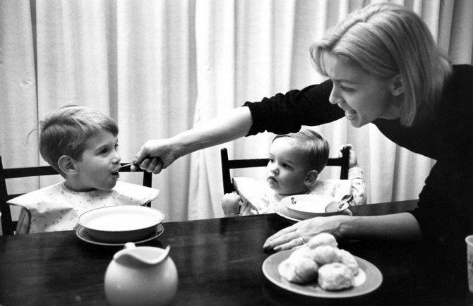 mothers childhood photography family ken heyman 3