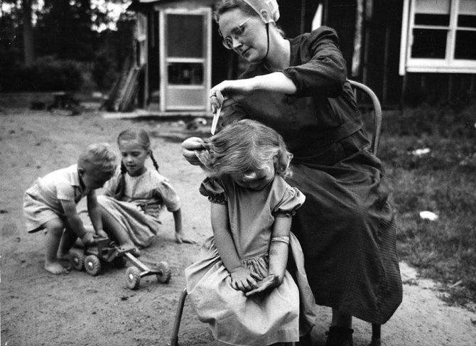 mothers childhood photography family ken heyman 5