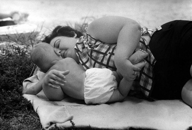 mothers childhood photography family ken heyman 7