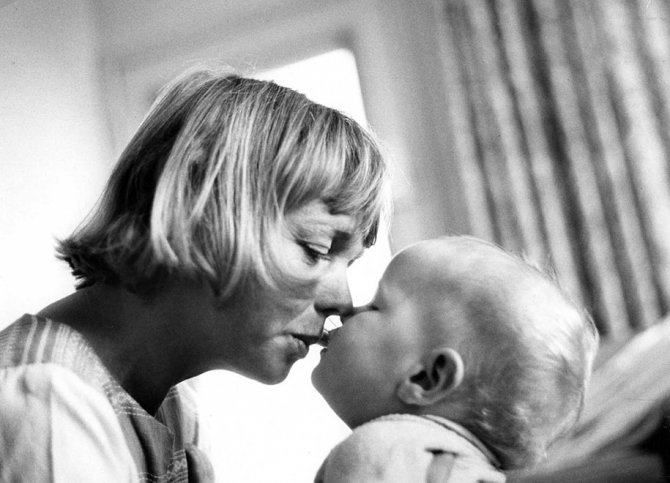 mothers childhood photography family ken heyman 9