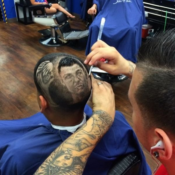 the artsy barber who gives the coolest haircuts 640 27