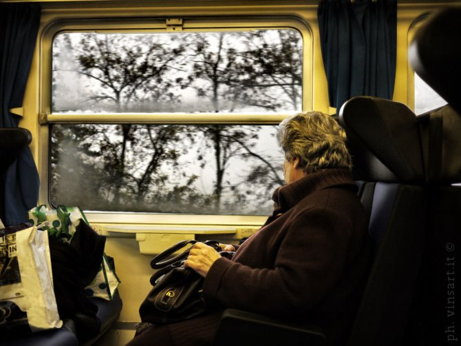 999e train broken in Tim Burton scenery