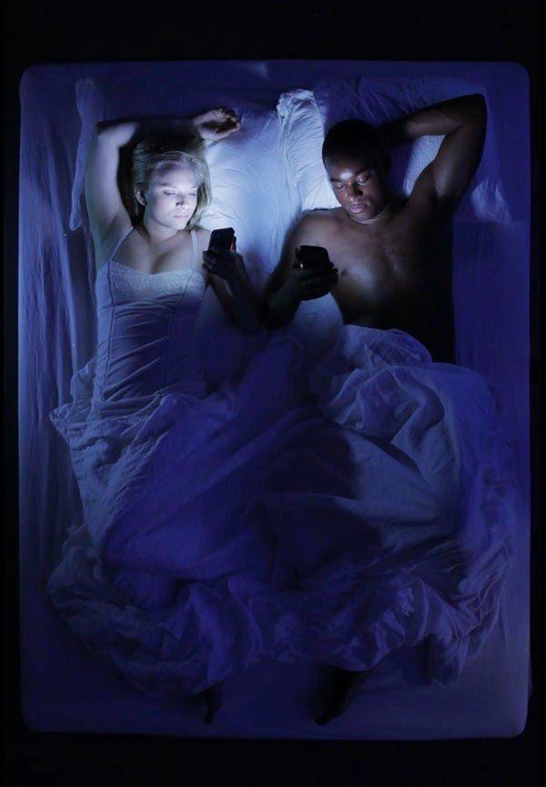 lume candela tecnologico coppia letto 3