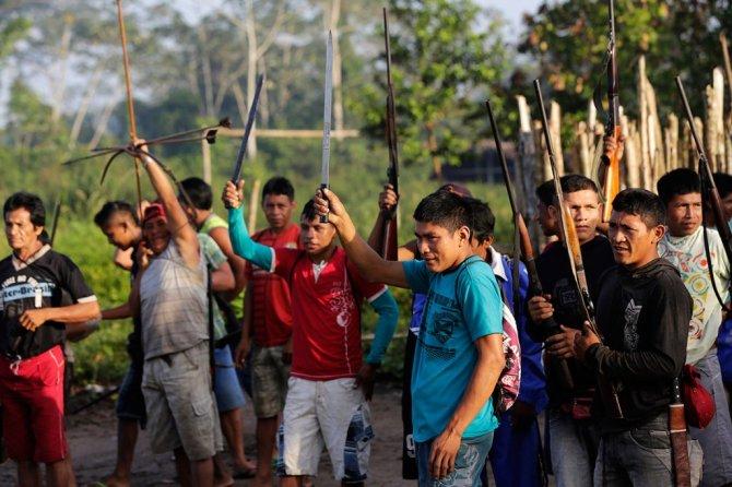 amazzonia tribu attacca taglialegna alberi 2