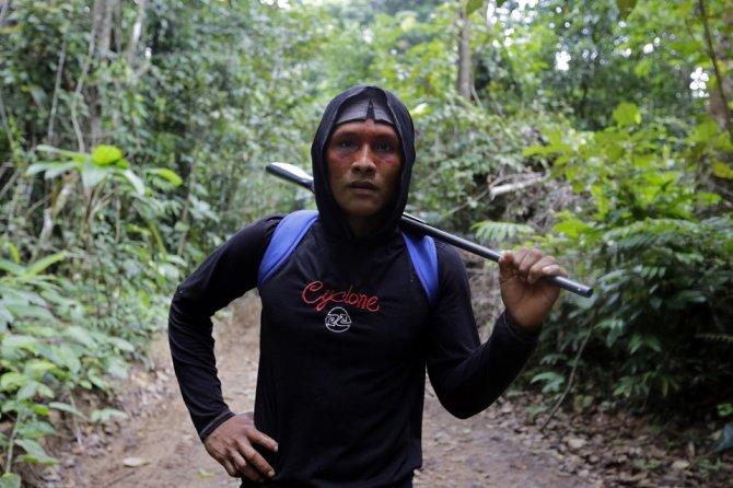 amazzonia tribu attacca taglialegna alberi 3