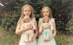 Due gemelle identiche fotografate ogni anno: bellissime e un po' inquietanti