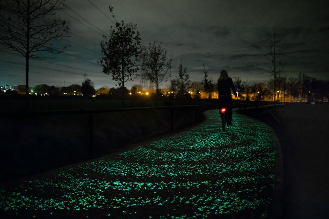 van gogh starry night glowing bike path daan roosengaarde 1