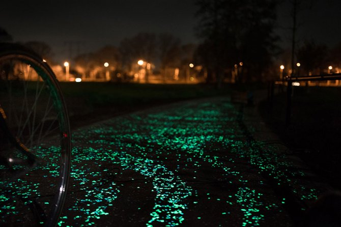 van gogh starry night glowing bike path daan roosengaarde 4
