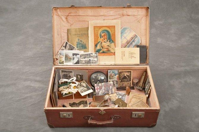 L'incredibile contenuto delle valigie trovate in un manicomio abbandonato. Un progetto fotografico commovente