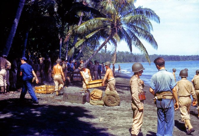 Rare Color Photographs from World War II (11)