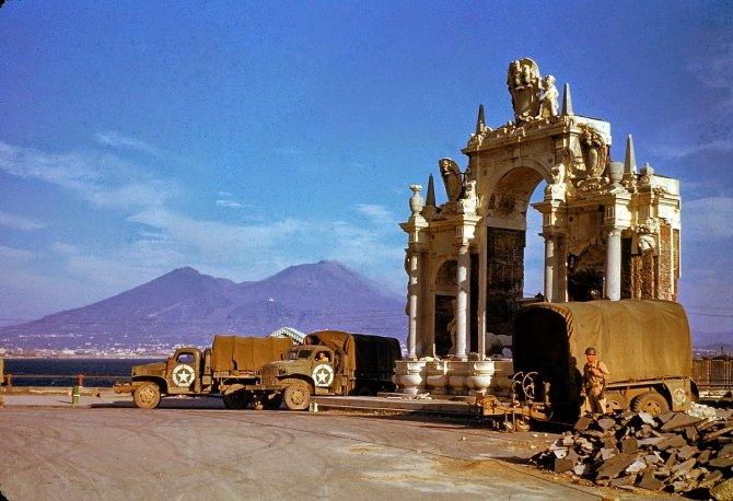 Rare Color Photographs from World War II (14)