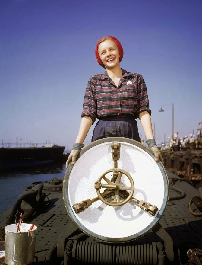 Rare Color Photographs from World War II (15)