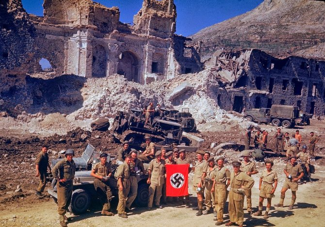 Rare Color Photographs from World War II (16)