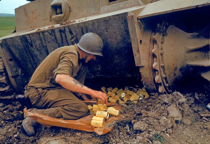 Rare Color Photographs from World War II (17)