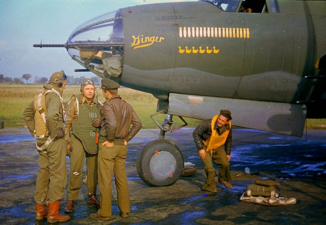 Rare Color Photographs from World War II (6)