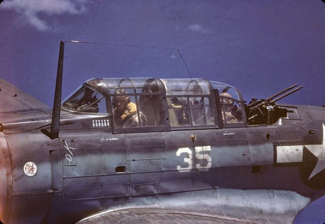 Rare Color Photographs from World War II (9)