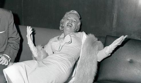 Anche Marilyn Monroe e James Dean si distruggevano facendo serata